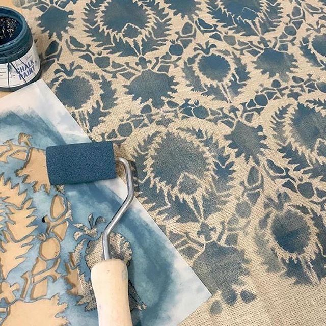 painting linen fabric with RoyalStencils Silk Road Suzani Craft Stencil and #AnnieSloan #ChalkPaint.