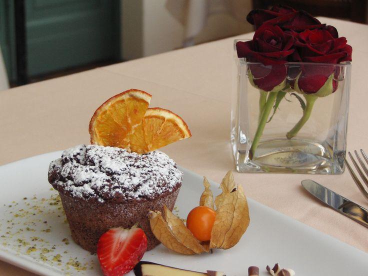 Il dessert viene curato nei minimi dettagli perché l'apparenza viene prima di tutto. Hotel Villa Sostaga- Gargnano- lago di Garda
