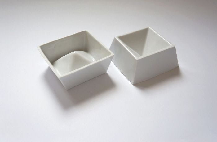 Geometrical and double sided porcelain mold expands the fun of baking and arranging the muffins, jellies and puddings.