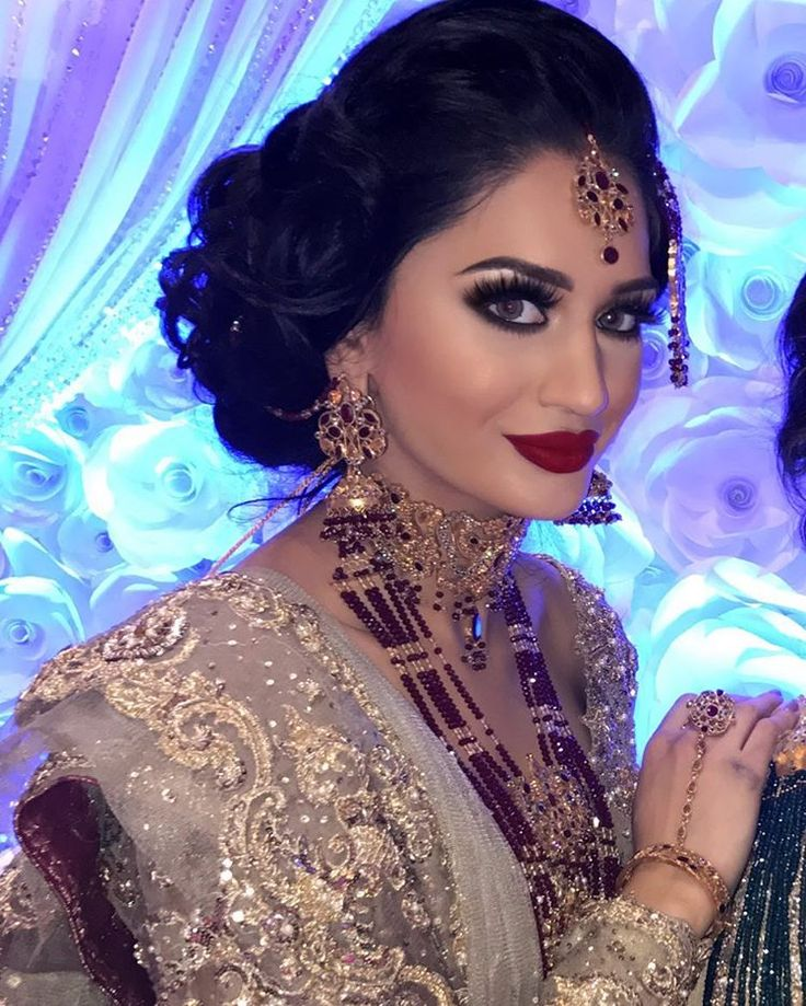 ASIAN BRIDE LIVE SHOW 2016 - Nov 19 & 20th, Kensington Olympia  DAY 2  My Gorgeous Model @hajraashraf1@cactusagency Stunning Bridal Hair @01shazia  Outfit By the Amazing @sairarizwan_official @tehxeeblondon 😍😍😍 Jewellery By My Fav @rangposh  Beautiful Stage Decor @showcase_weddings  Was Lovely meeting everyone that came to visit us at our stand😍  #soniazarine #makeup #makeupartist #hudabeauty #hair #hairstylist #londonmakeupartist #londonhairstylist #celebritymakeup #bridalmakeup…