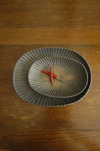 Oval platters by Japanese ceramic artist Yasushi Kuno. via ameblo