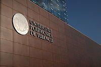 La Universidad Politécnica de Valencia   es una universidad pública española con sede en Valencia. La UPV está organizada en 9 escuelas técnicas superiores, 2 facultades y 2 escuelas politécnicas superiores, que se encargan de organizar la docencia de 34 grados, y cuenta con 41 departamentos y 45 centros e institutos de investigación.