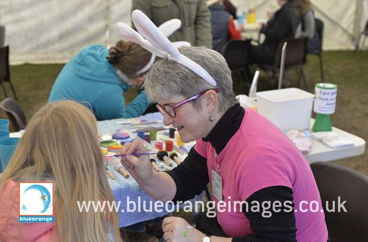 Blue Orange Images facepainting Watford, Edna face painting at Ashridge Estate, Ashridge, Chilterns, Buckinghamshire, Easter egg trail, face painting Bunnies on cheeks – for the National Trust