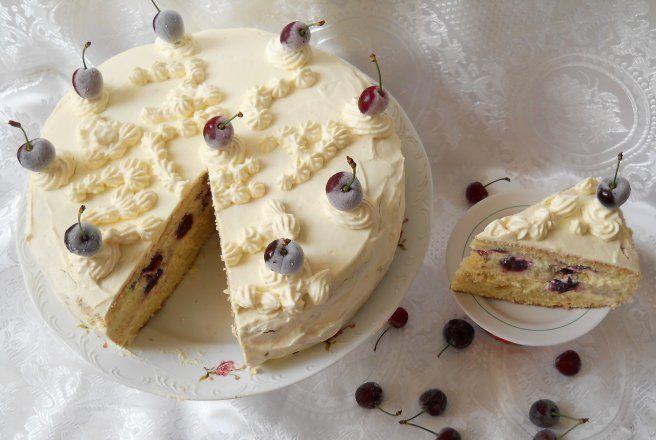 Tort cu cirese si crema de ciocolata alba