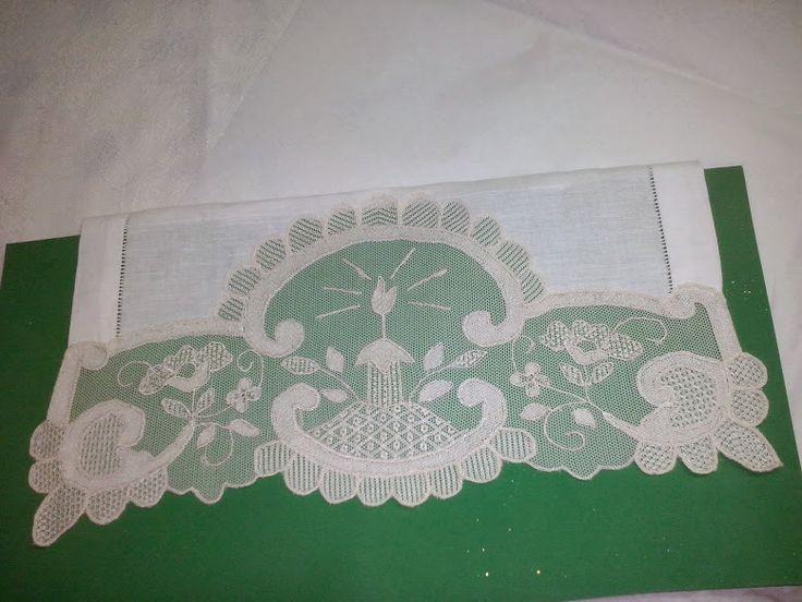 toalla para bautismo bordada en tul