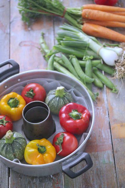 """""""di cuore"""": pomodori, zucchine e peperoni ripieni di quinoa, p..."""