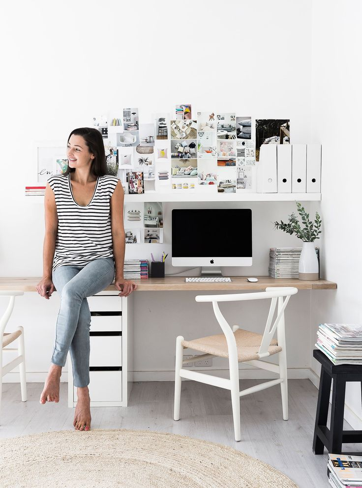 Home office from minimalist coastal-style home in Avalon, NSW.  Photography: Maree Homer | Story: homes+