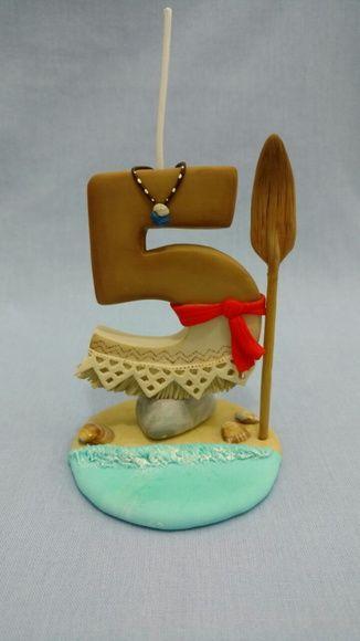Vela tema Moana.  Confeccionada em biscuit  Faço qualquer tema e idade. Consulte disponibilidade de entrega. Após efetuar a compra, favor informar o número da vela.