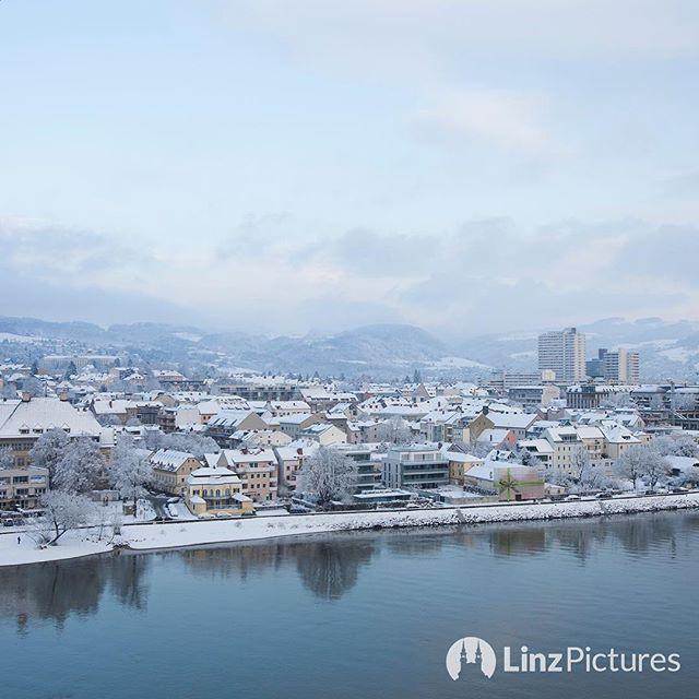 #linz #stadtohnebrücken  . . . #winter #urfahr #linzpictures #igerslinz #linzer #upperaustria #oberösterreich #view #blick #winter #winterwonderland #stadt #city #riverdanube #donau #skyline #mood #instaweather #igersaustria #citylife #nature #morning #travel #wanderlust #outdoor #cold . . .  @linzpictures . . . @visitaustria @wintergoals @wetteronline @wetter.at @snowboardermag @snowplazade @schneeverliebt