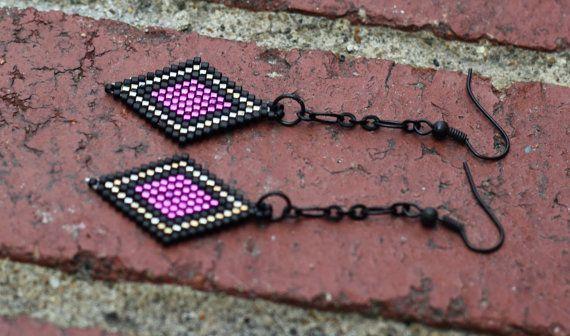 Orecchini Brick Stitch diamante in rilievo a forma di BeeIsForBead