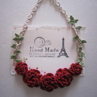 赤い薔薇のネックレス