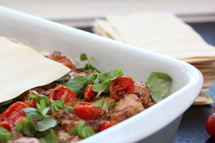 Kylling- og olivenlasagne med konfiserte tomater