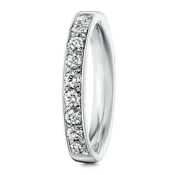TASAKI(タサキ)の結婚指輪、SPERANZA Pavé 29 スペランザ パヴェ 29のご紹介です。スペランザ [希望] スタイリッシュな輝きを放つリングは、未来への希望を象徴している。スリムなフレームが、気品あるモダンな表情を演出する。ソリティアに、パヴェを重ねることで、スタイリッシュかつグラマラスな感覚を愉しめる。【ゼクシィ】なら、TASAKI(タサキ)のマリッジリングも多数掲載中。