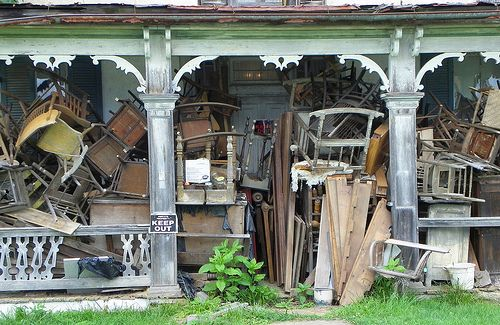 LOVE this pic~!!: Favorit Things, Dream Porches, Forgotten Place, Junker House, Abandoned Place, Fleas Marketing, Couch Swings, Porches Idea, Front Porches Al