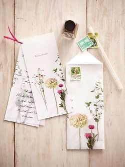 Beautiful and classy, wouldn't you love to receive mail like this?