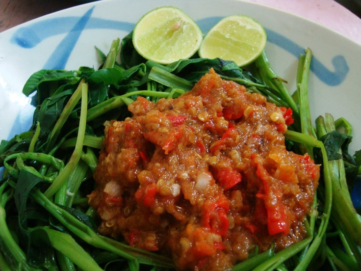 Plecing Kangkung made from kangkung vegetable and sambal terasi (chilli sauce with shrimp paste) for additional there is jeruk limau (lime). It's come from Lombok, Indonesia