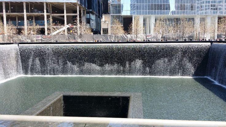 I rivestimenti in pietra verde per la pavimentazione esterna del Memoriale sono stati forniti dall'impresa Savema Spa di Pietrasanta. www.musapietrasanta.it/content.php?menu=911_memorial