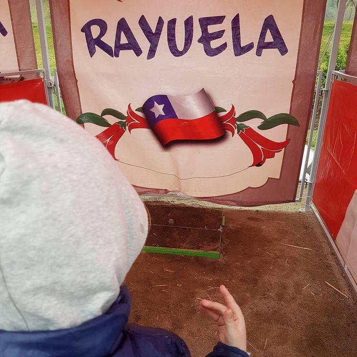 Juegos típicos a los que jugamos una vez al año!!! Hay que aprovechar estas Fiestas patrias. Tipical chilean games.