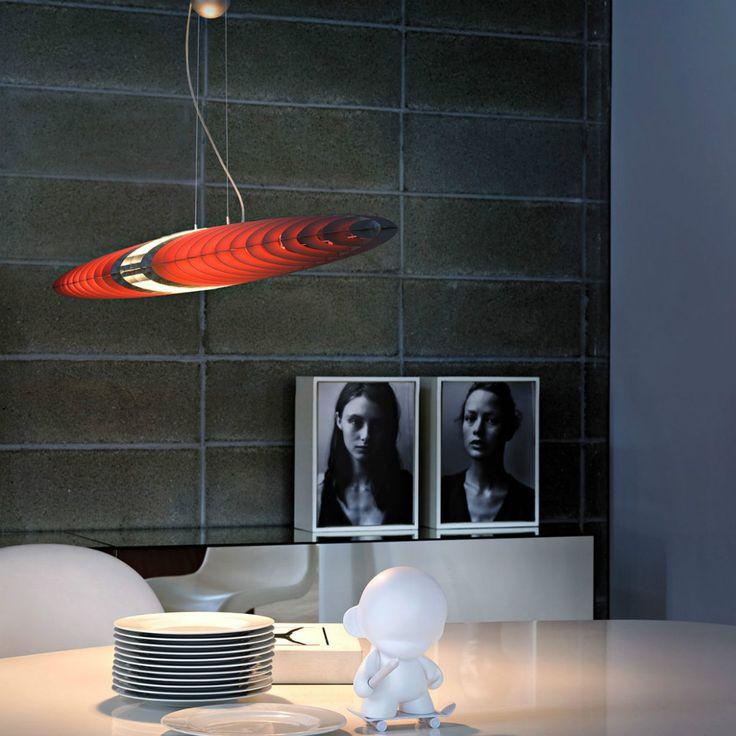 Luceplan Titania lampada a sospensione con contrappeso ( facoltativo ) dalla forma leggere adatta all'installazione su soffitti in cartongesso o legno.
