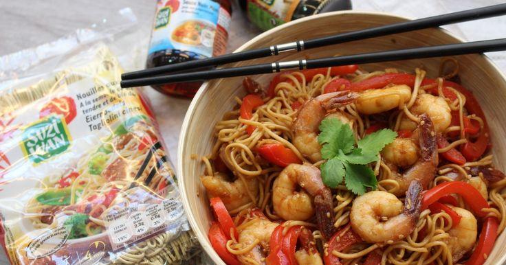 """750g vous propose la recette """"Nouilles sautées aux crevettes caramélisées"""" accompagnée de sa version vidéo pour cuisiner en compagnie de Chef Damien et Chef Christophe."""