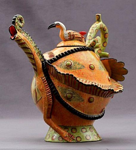 Ardmore : African Ceramic Artists Chamelion Tea pot – Sculptor; Somandla Ntshalintshali Painter; Winnie Nene