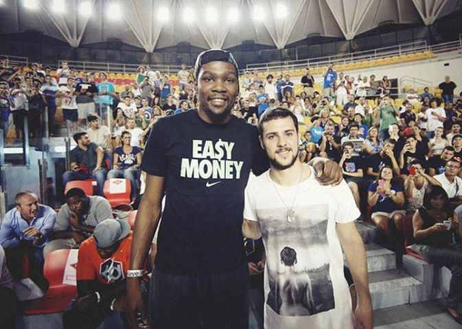 Mattia #Destro with Kevin #Durant #asroma #NBA #Oklahoma #basket #nike http://www.outloop.com/it/untitled-tees/t-shirt-streetwear-1-jefferson-st