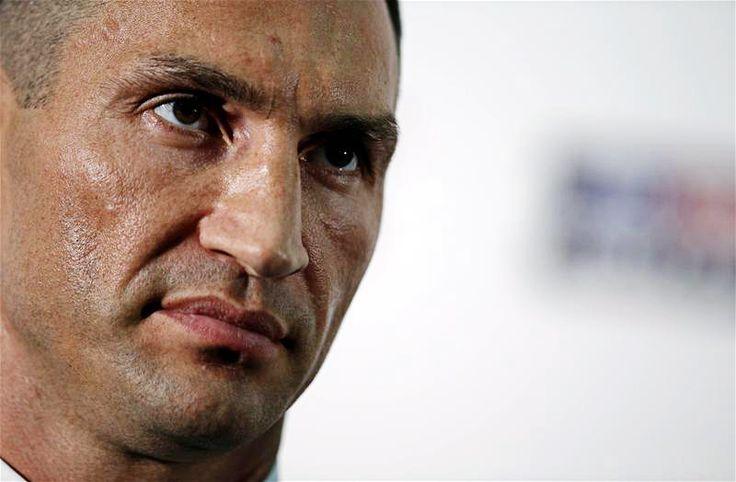 Injured Klitschko pulls out of Tyson Fury fight http://www.boxingnewsonline.net/wladimir-klitschko-pulls-out-of-tyson-fury-fight/ #boxing #klitschkofury Photo @ai_andyc