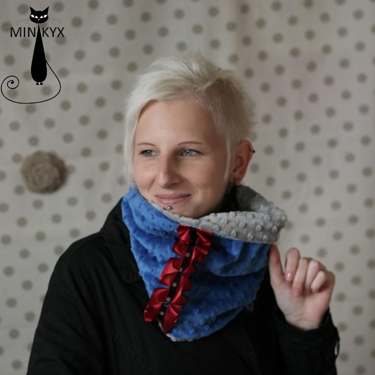 NÁKRČNÍ-KYX lady silver/blue S našimi nákrčníky vám sychravo, zima, studený vítr, ani vstávání za tmy náladu nezkazí. Vždy se budete těšit na ten okamžik, kdy si svůj nákrčník promnete v rukách a poté dopřejete hebkost Minky i svému krčku. NÁKRČNÍ-KYX lady silver/blue je elegán. Hlavní strana je z modrého čuflíkatého Minky a vnitřbi ze střírbného. Vnější ...