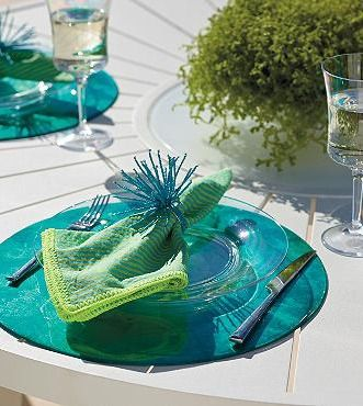 Delightful bright stripes on the Kim Seybert Seersucker Napkin create an amusing atmosphere for any alfresco gathering.