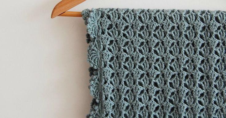 Voor de zomervakantie kocht ik een aantal bollenLana Grossa Cool Wool in een prachtige kleur groen voor een leuke sjaal. Mooi bij blauw en ...