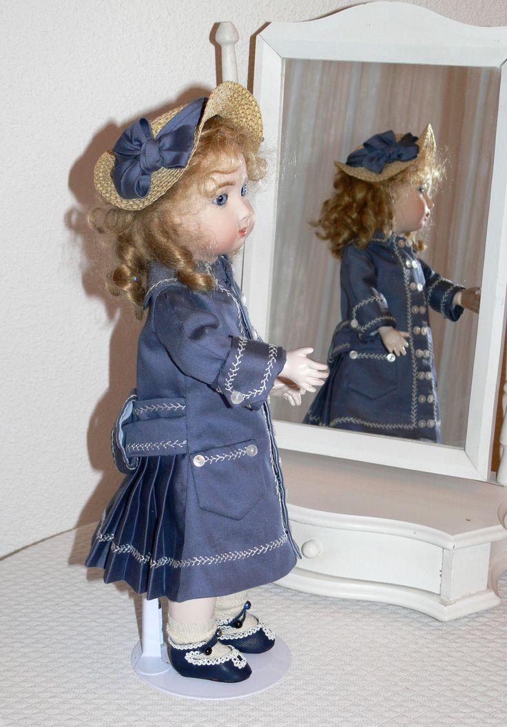 Reproduction de Jumeau triste 35 cm robe manteau dos d'après patron de Gildebrief chapeau paille d'après gravures d'  époques