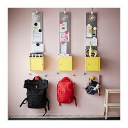 IKEA - LIXHULT, Kast, metaal/geel, , Helpt je overzicht te houden over kleine spullen als laders, sleutels en portemonnees, of grotere dingen als handtassen en speelgoed. Alles afhankelijk van welke van de 3 kastgroottes je kiest.Hou overzicht over belangrijke papieren, brieven en kranten door ze aan de binnenkant van de kastdeur te bevestigen.De deur kan links of rechts worden afgehangen, kies wat het best bij de ruimte past.