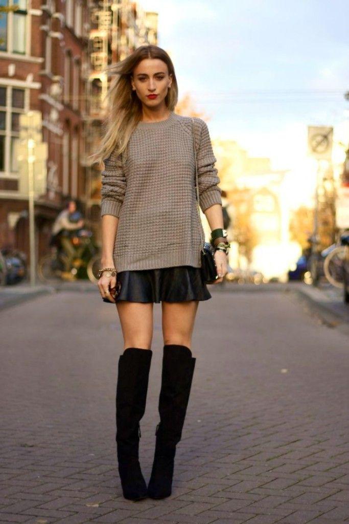 Básica e elegante, combinando a bota over the knee + saia preta rodada + blusa de tricô