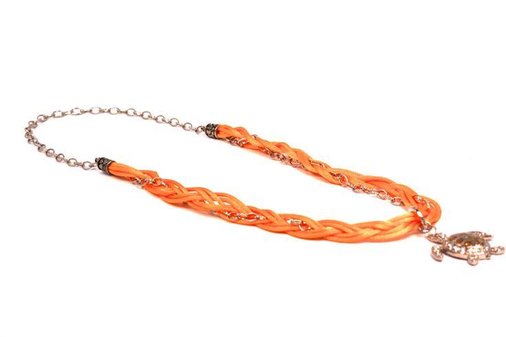 Collar Sol Marino, un accesorio de tejido, cadena y cristales. http://latiendademaga.com/index.php/cuero?page=shop.product_details=flypage.tpl_id=33_id=4