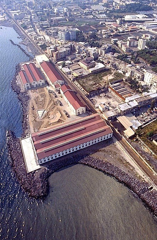 The town of Pietrarsa, known in the past as Pietra Bianca, was chosen as the site for construction of the new complex. It lies on the coast at the edge of the Municipality of Portici.