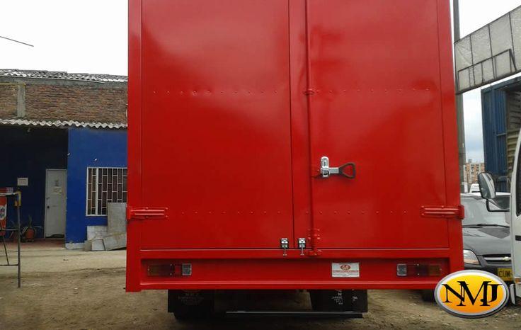 Los Furgones NMJ utilizan un sistema de enclavamiento de paneles que resuelven estos problemas.  http://www.carroceriasyfurgonesnmj.com/camiones-furgones-camionetas-4x4-con-furgon-reparaciones-nuevas-y-usadas-en-venta