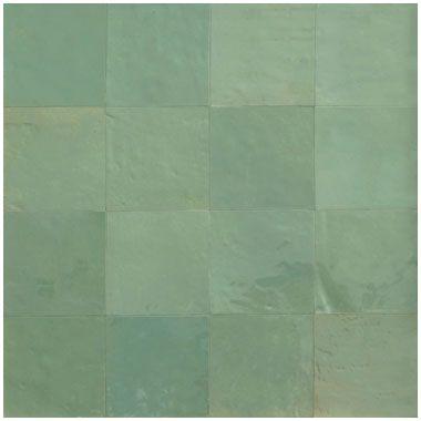 Zellige, Marokkaanse geglazuurde tegels in vele parelmoer kleuren verkrijgbaar. Mooi!!