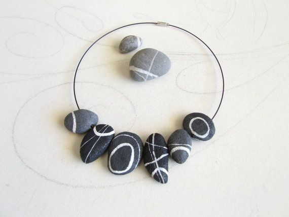 River stone Necklace Irregular stones Chocker by Sognoametista