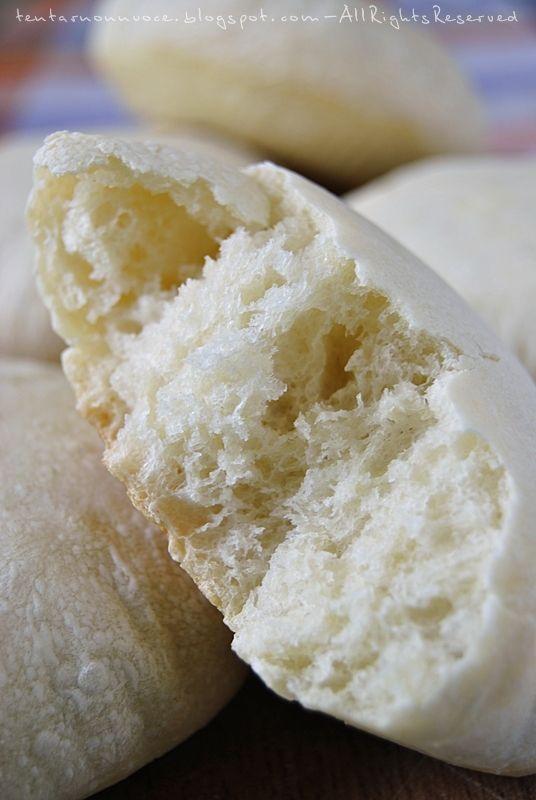 Al supermercato della mia città si trovano dei panini tondi, alti un paio di centimetri e forse anche qualcosina in più, abbastanza bianchi ...