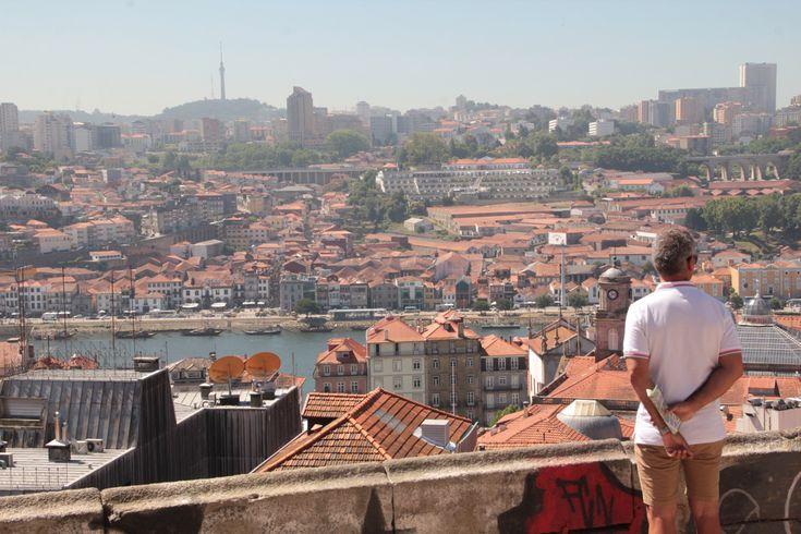 """Reza a lenda popular que Lisboa é considerada a """"Cidade das Sete Colinas"""" por ter nascido, tal como aconteceu com Roma, por entre sete grandes"""