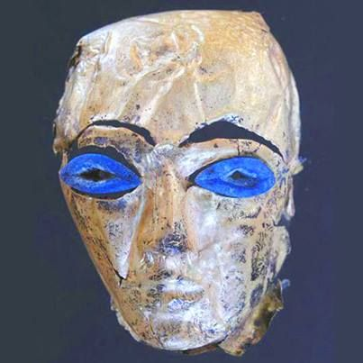 Archaeologists in Egypt have unearthed two 5,000-year-old wooden statues, complete with gold wrapping paper and precious lapis lazuli stones as striking blue eyes, dated from Egypt's pre-dynastic era (3,700-3,200 BC), before the age of pharaohs, the oldest such artifacts ever found. 1005685_10153097909045467_285121009_n.jpg (403×403)