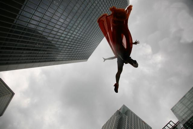 9 Worst Science Mistakes in Movies.  If a superhero races after you to snatch you away from the ground at the last possible instant, you're still dead. Landing in Superman's arms would splatter your body all over his pretty blue spandex rather than the pavement because you'll strike The Man of Steel just as hard as you would have hit the ground. Now, if a superhero chases you, catches up with you, and decelerates, you might stand a chance. Might.