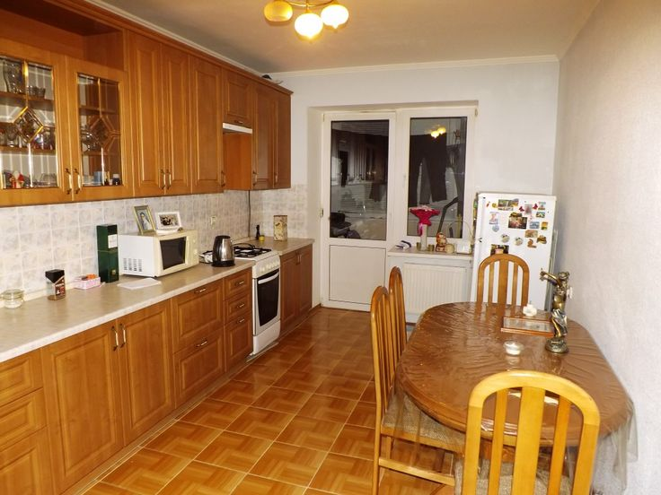 Предлагаем для долгосрочной аренды в Ставрополе  3 - комнатная квартира по адресу Лесная 206,, ремонт современный,кухонный гарнитур, шкаф-купе, 2-х спальная кровать, мягкая мебель, общей площадью 79.8 кв.м, дом Кирпич, Центральное отопление, Газ-плита, наличие бытовой техники - стиральная машина (+), холодильник (+), телевизор (+),парковка стихийная, номер объявления - 34763, агентствонедвижимости Апельсин. Услуги агента только по факту заключения договора.Фотографии реальные…