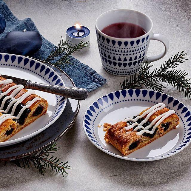 Ota kuppi kuumaa glögiä, pala herkullista luumu-unelmaa ja fiilistele joulun tunnelmaa.  Hyvää 1. adventtia kaikille! #joulu #tunnelma