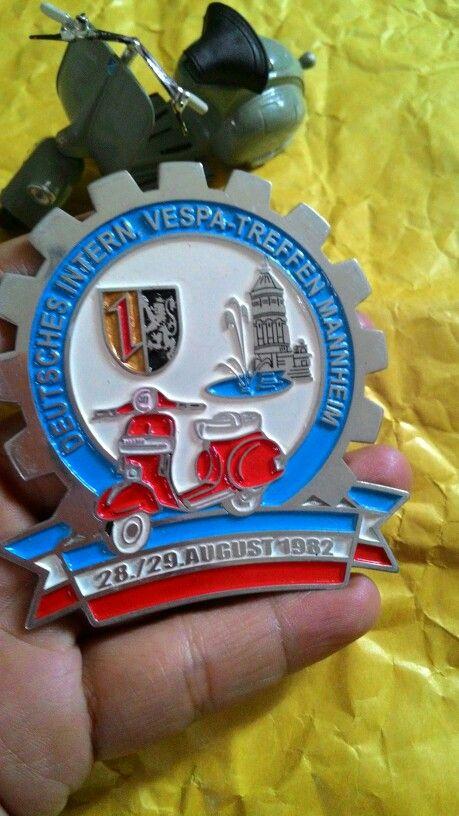Badge vespa treffen manheim 1982  Size. 7.5 to 8cm