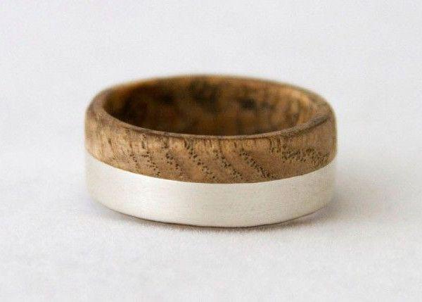 fede nuziale particolare in oro e legno