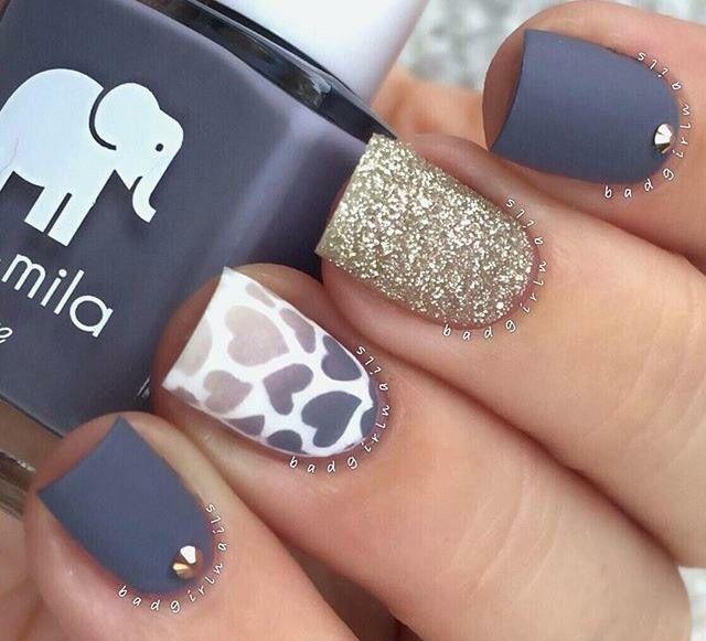 Hearts grey gold nails!