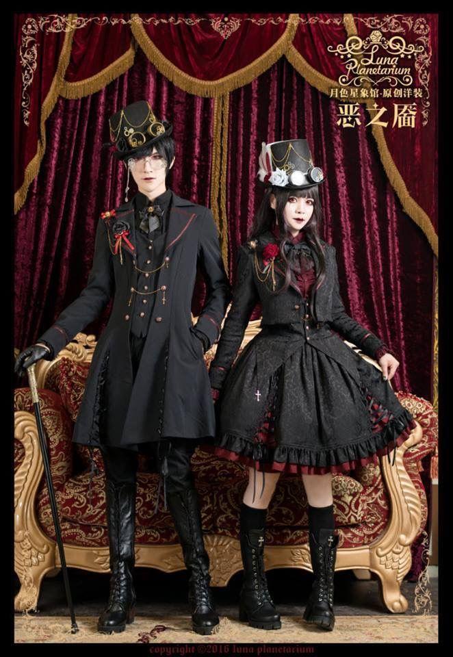 Gothic Lolita / Black Dress / Headband / Fashion Photography / Gothique Girl / Cosplay // ♥ More at: https://www.pinterest.com/lDarkWonderland/