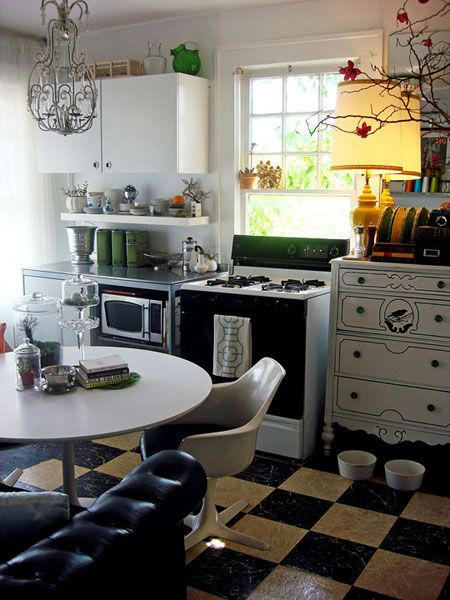 Ten Kitchen Improvements for Renters: Paintings Furniture, Decor Kitchens, Small Kitchens Layout, Vintage Kitchens, Black And White, Old Dressers, Paintings Dressers, Kitchens Ideas, Little Kitchens