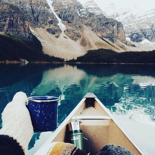 Le voyage est un retour vers l'essentiel... Le kit du voyageur: un bon bouquin, un thé FBKT, et ses choix.